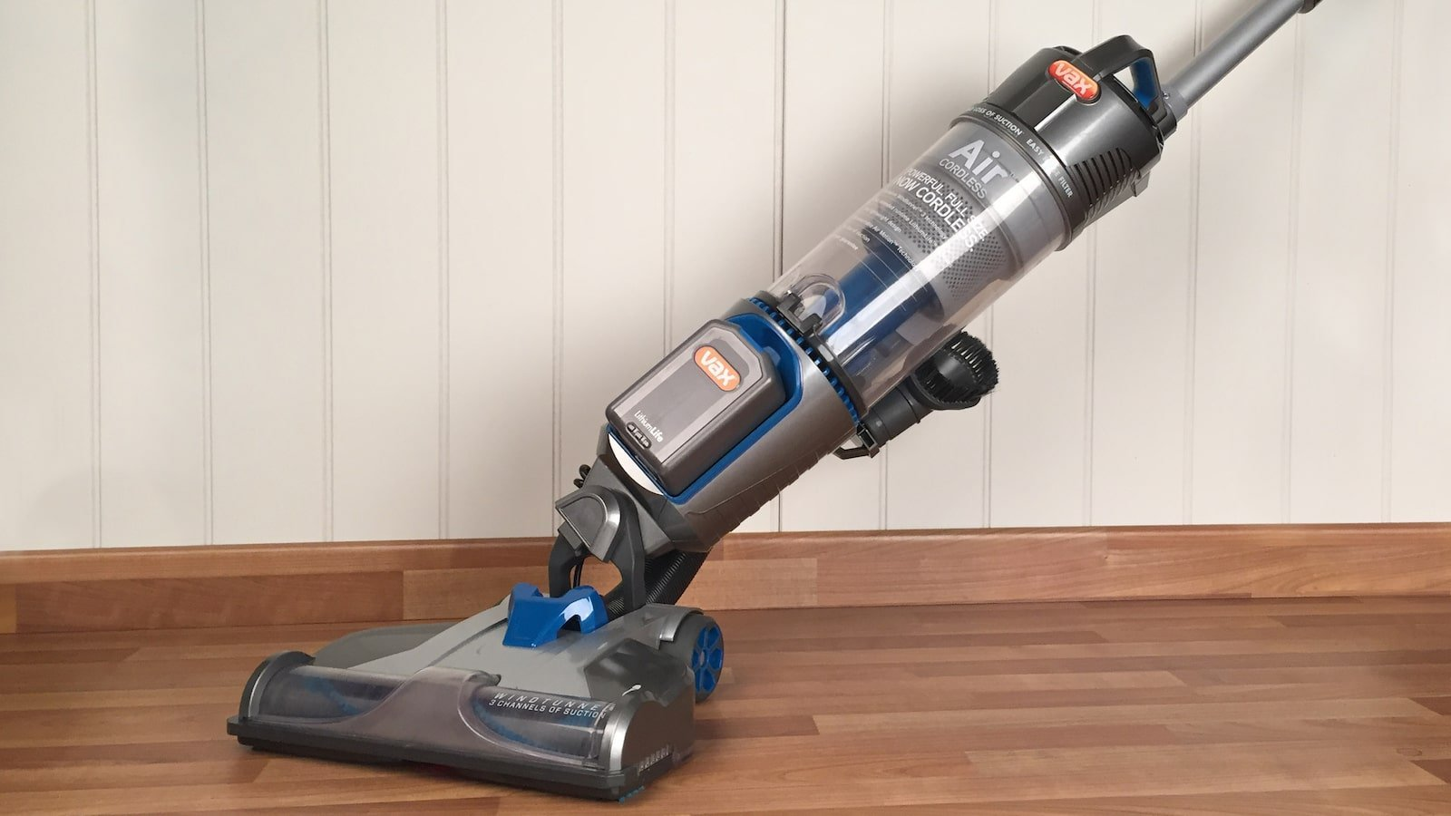 https://devices4home.com/wp-content/uploads/2018/10/Upright-vacuums.jpg