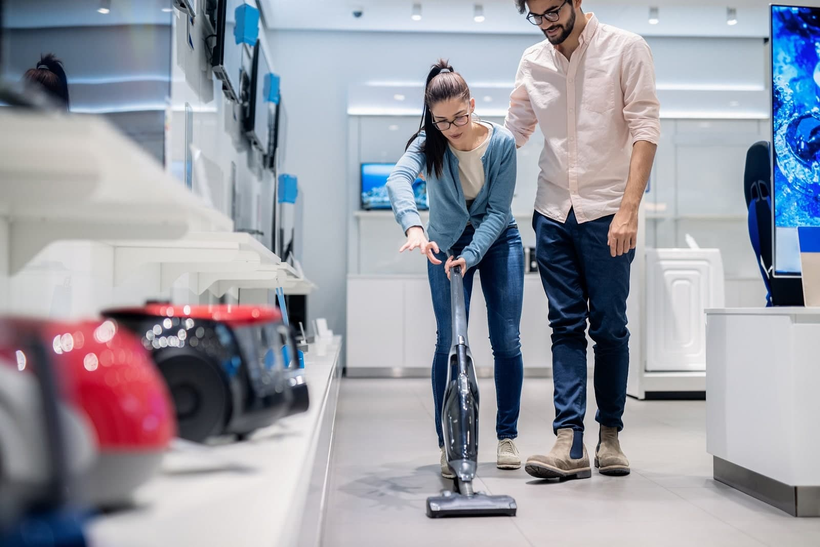 Canister Vs Upright Vacuum Cleaner – Which Should You Choose?