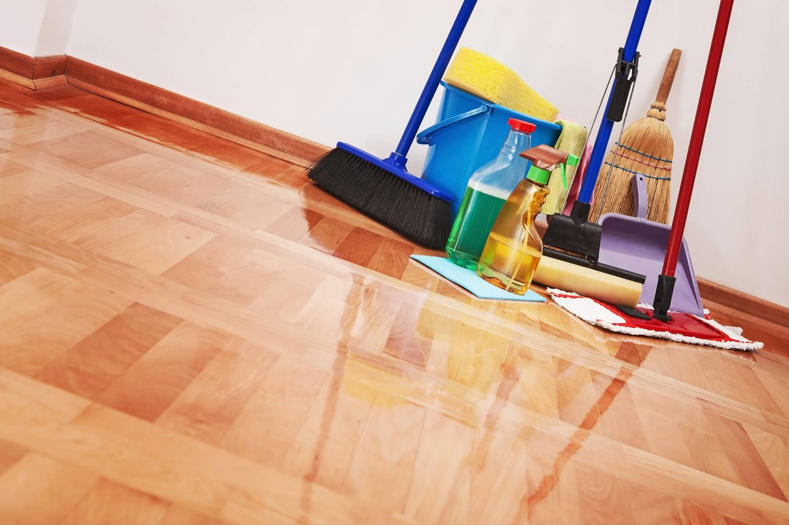 https://devices4home.com/wp-content/uploads/2019/02/laminate-floor-cleaning-min.jpg