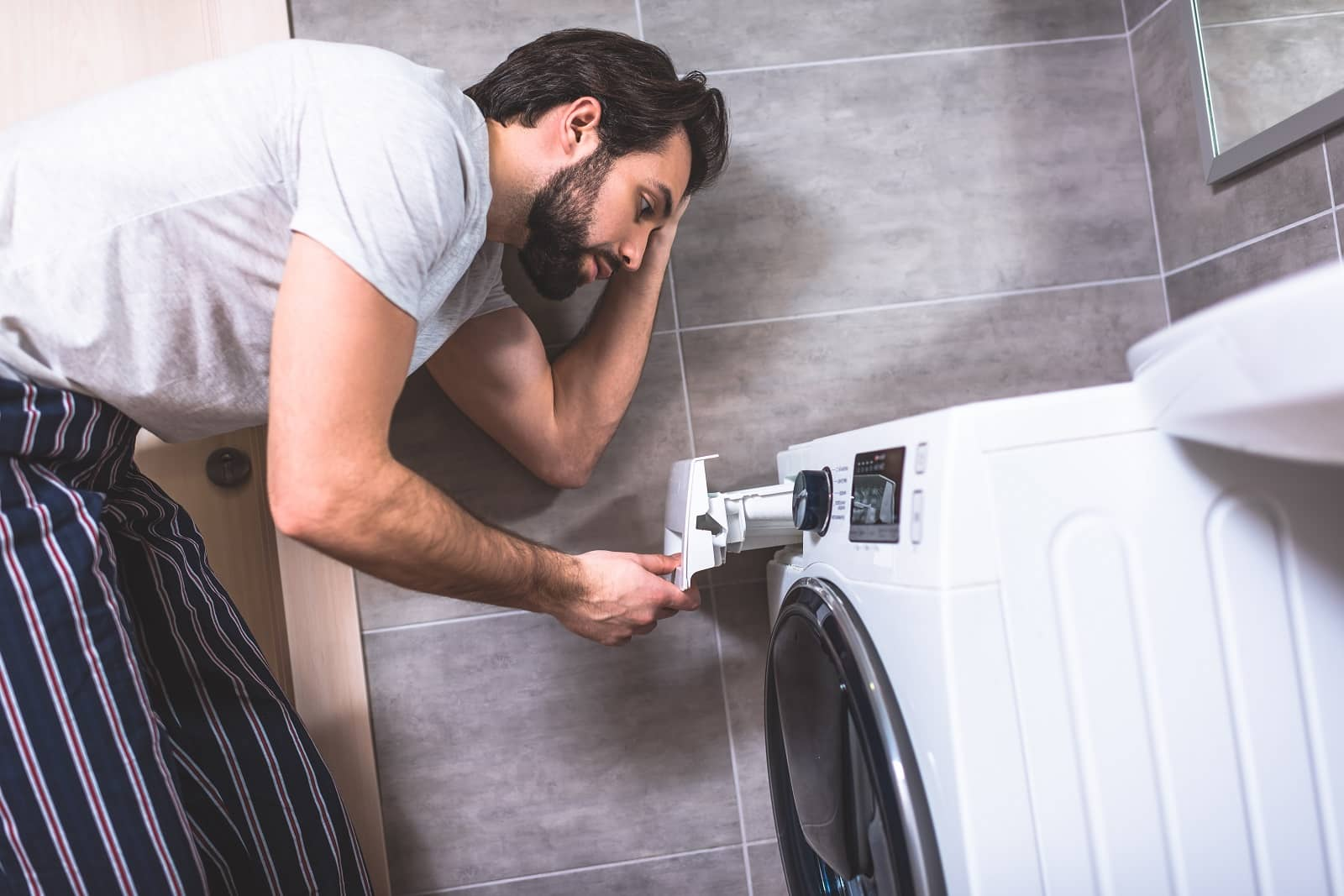 https://devices4home.com/wp-content/uploads/2019/05/how-to-use-a-washing-machine-min.jpg
